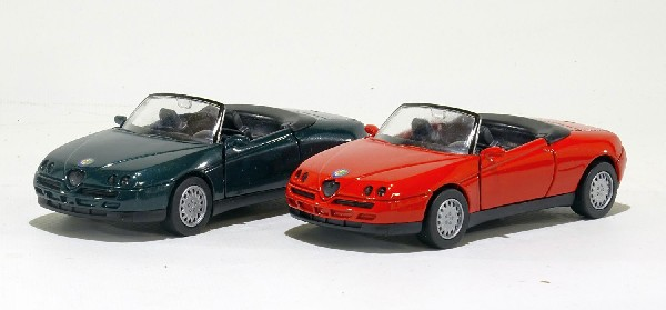 Alfa Romeo rot und grün SET  1:32