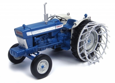 Ford 5000 with metal wheels 1:32