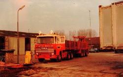 Scania 1 Serie mit Steinauflieger 1:50